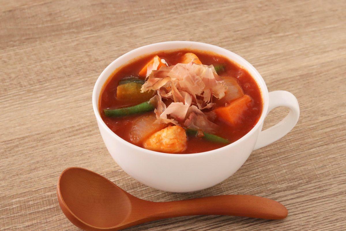 たっぷり野菜の食べる和風トマトスープ